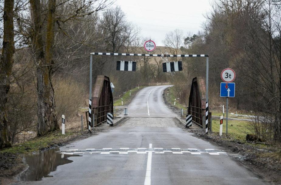 Tiltas per Vokės upę