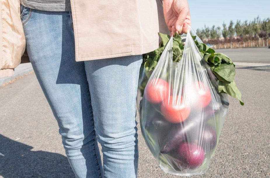 Daržovės plastiko maišelyje