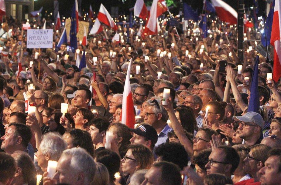 Lenkai protestavo prieš teismų reformą
