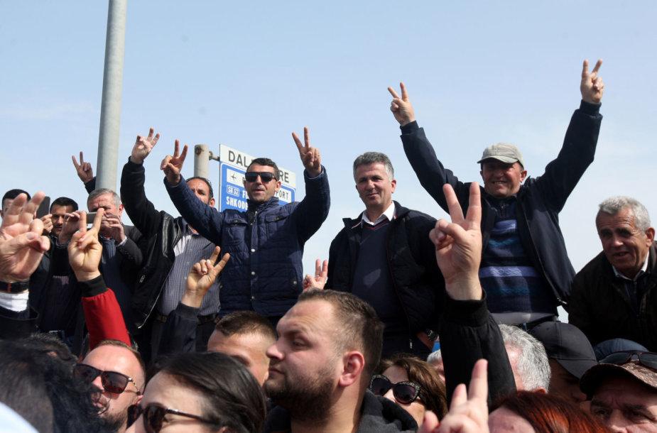 Protestuojantys albanai
