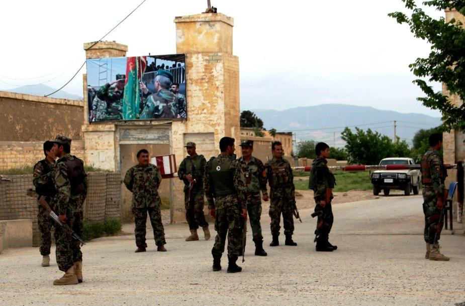 Afganistane užpulta karinė bazė