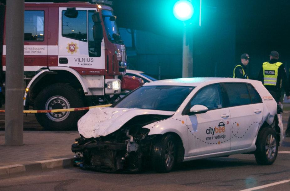 """Girtas """"City Bee"""" vairuotojas pražudė merginą"""