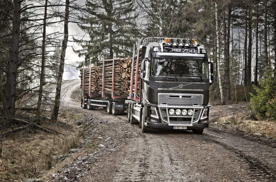 """""""Volvo FH16"""" su Euro 6 varikliu yra galingiausias pasaulyje serijiniu būdu gaminamas sunkvežimis"""
