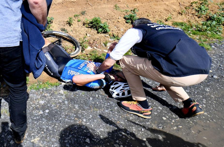 """Belgų dviratininkas Michaelis Goolaertsas sekmadienį mirė sustojus širdžiai per vienos dienos lenktynes """"Paryžius-Rubė"""" , pranešė jo komanda."""