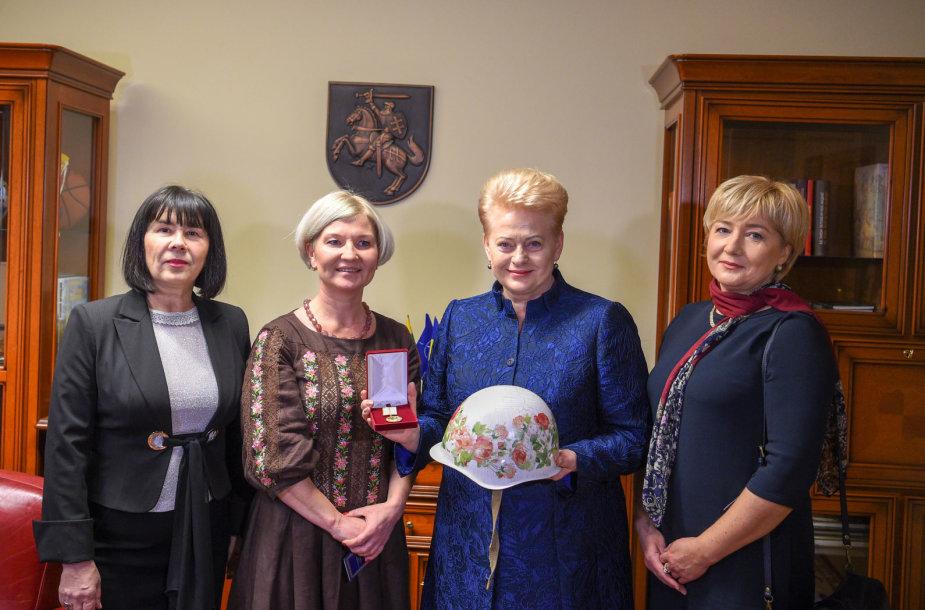 Dalia Grybauskaitė apdovanota už paramą Ukrainos žmonėms