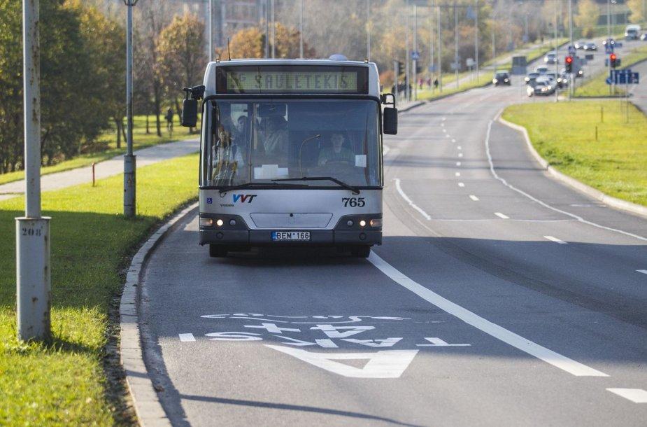 Vilniaus gatvėse padaugėjo viešajam transportui skirtų eismo juostų.