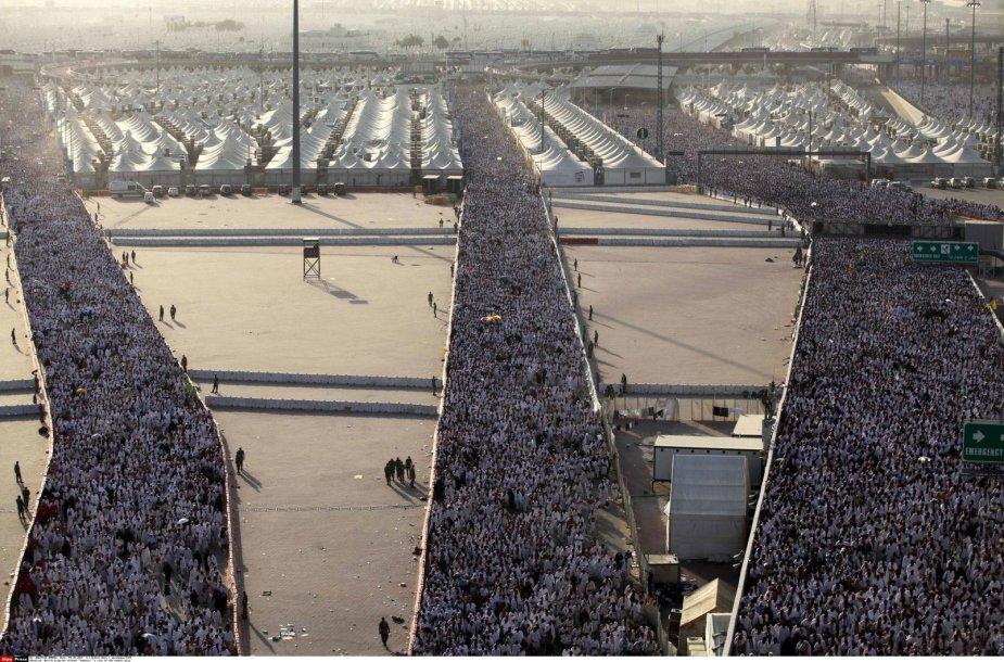 Musulmonai pradėjo švęsti Id al Adhą – Aukojimo šventę