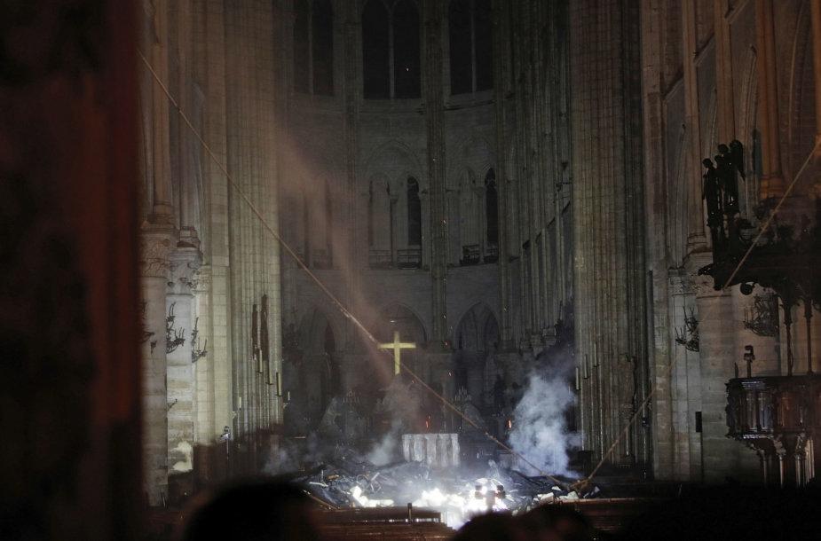 Dievo Motinos katedros Didysis altorius po gaisro