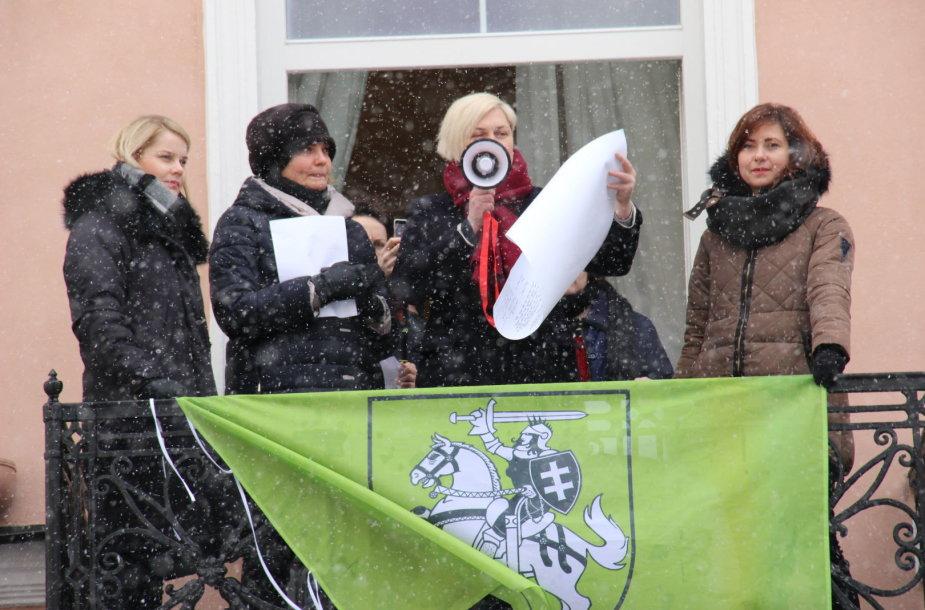 Vilniuje perskaityti užmirštų moterų vardai ir paskelbta Vasario 17-osios deklaracija.