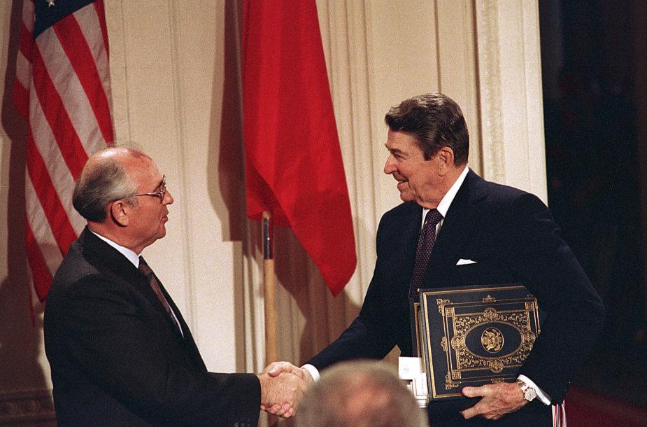 Michailas Gorbačiovas ir Ronaldas Reaganas