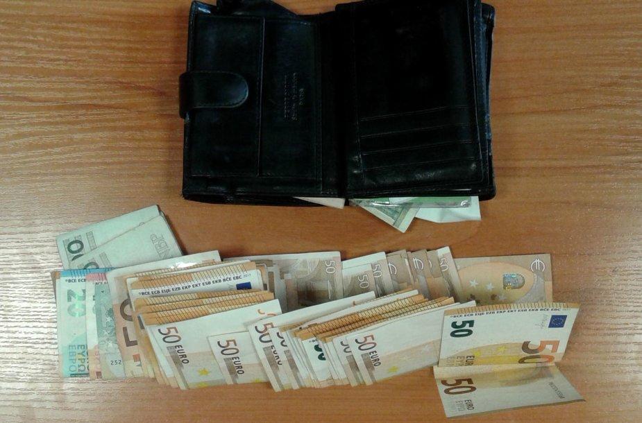 Kėdainių policijos pareigūnams sulaikytasis pasiūlė 15 tūkst. eurų kyšį