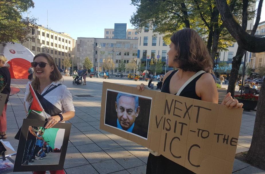 Benjaminą Netanyahu Lietuvoje pasitiko dešimtys protestuotojų