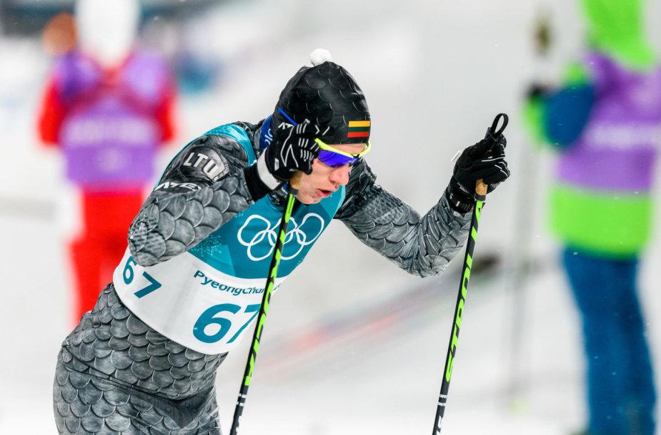 Olimpinių žaidynių slidinėjimo sprinto rungties akimirka: Mantas Strolia.