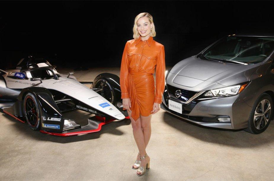 "Margot Robbie pristato elektrinę ""Nissan"" Formulę E"