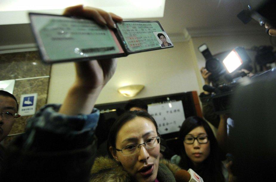 Moteris rodo pradingusio lėktuvo keleivio vairuotojo pažymėjimą