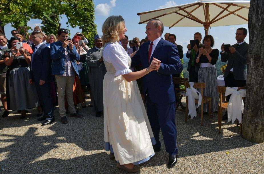 Karinos Kneissl ir Vladimiro Putino šokis