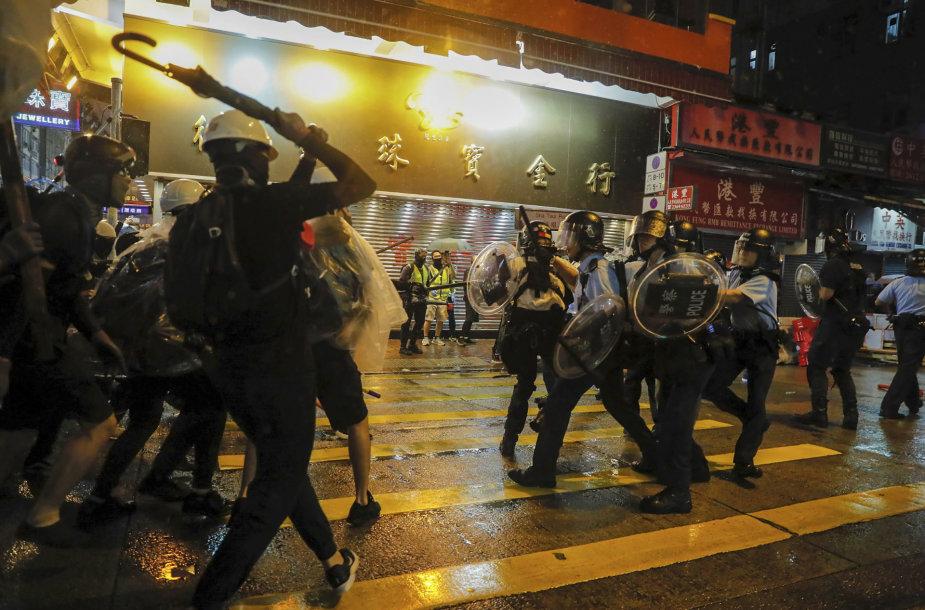 Policijos ir protestuotojų susirėmimai Honkonge