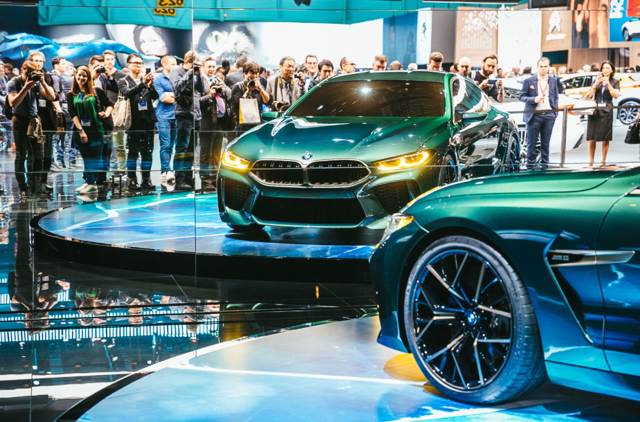 BMW Ženevoje pademonstravo, kaip atrodo prabanga