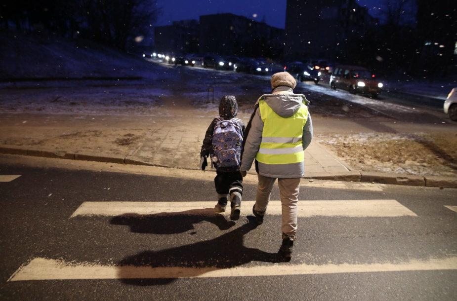 Senjorai padės Vilniaus moksleiviams kirsti gatvę