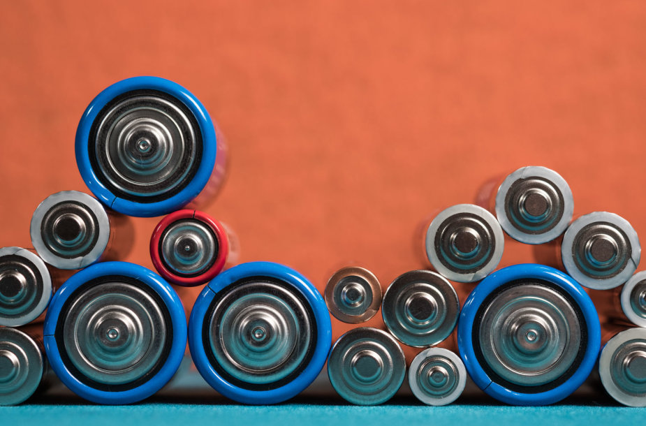 D, AA ir AAA standartų šarminės baterijos