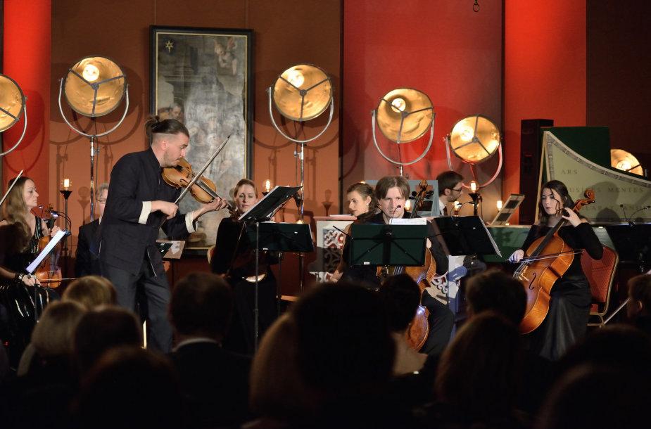 Akimirka iš 2017 m. Valdovų rūmuose vykusio kalėdinio koncerto, kuriame dalyvavo žymus smuikininkas ir kontratenoras Dmitrijus Sinkovskis