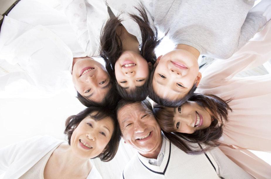 Trijų kartų japonų šeima