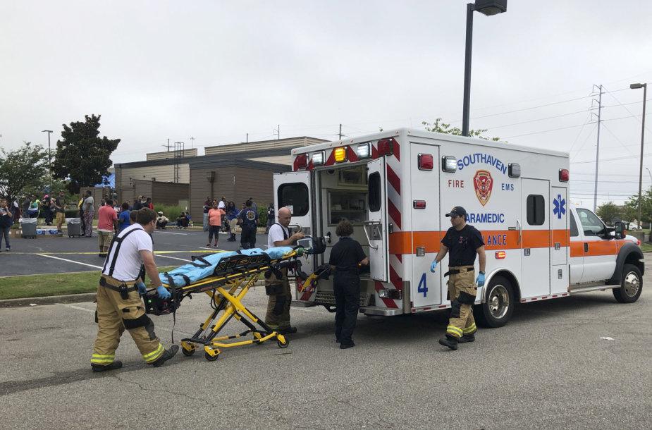"""Misisipėje parduotuvėje """"Walmart"""" nušauti du ir sužeisti dar du žmonės"""