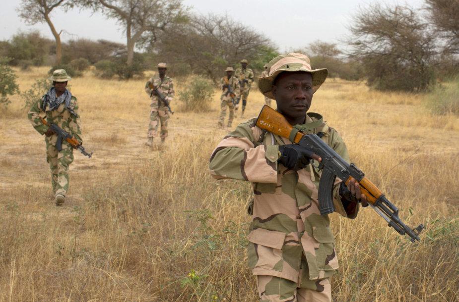 Nigerijos kariai per pratybas