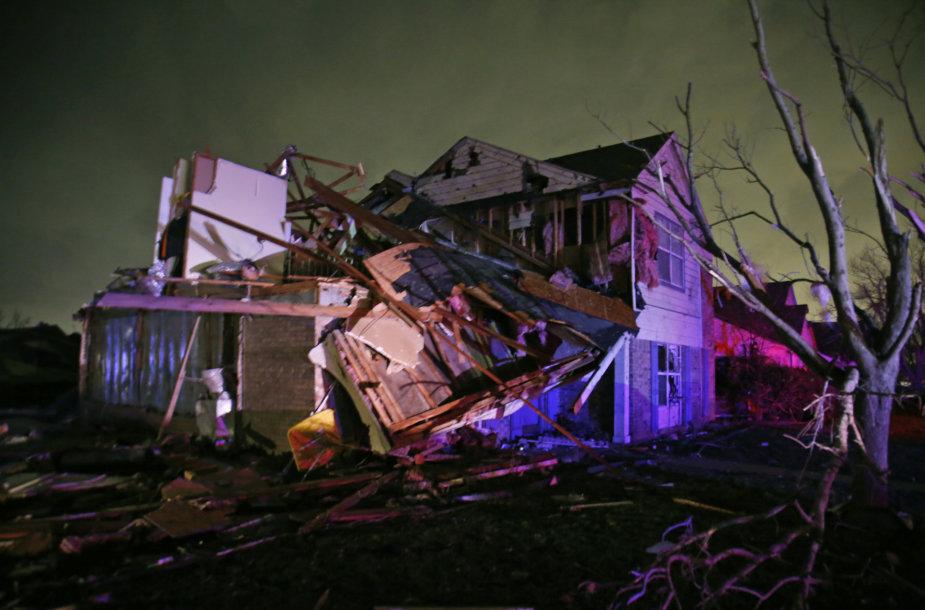 Tornado suniokotas pastatas Teksase