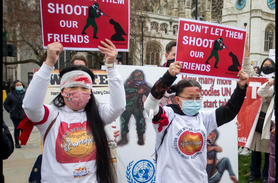 Protestai prieš Mianmaro karinę chuntą Londone