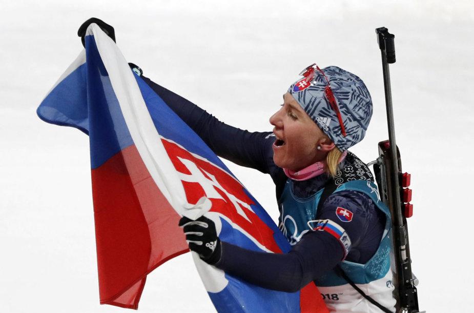 Anastasija Kuzmina laimėjo olimpinį aukso medalį biatlono bendro starto rungtyje.