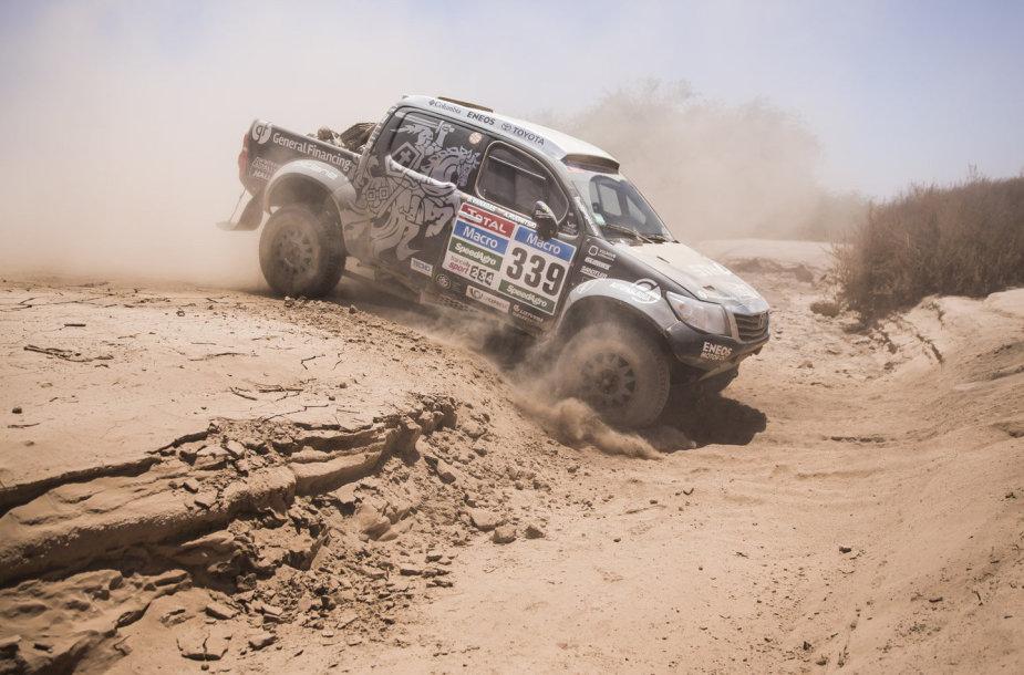 """Benedikto Vanago ir Andrejaus Rudnickio """"Toyota Hilux"""" lūžo pusašis"""