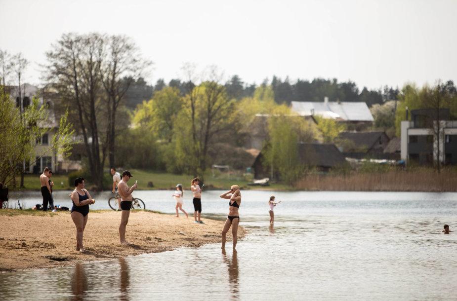 Vilniečiai džiaugiasi vasarišku oru pliaže