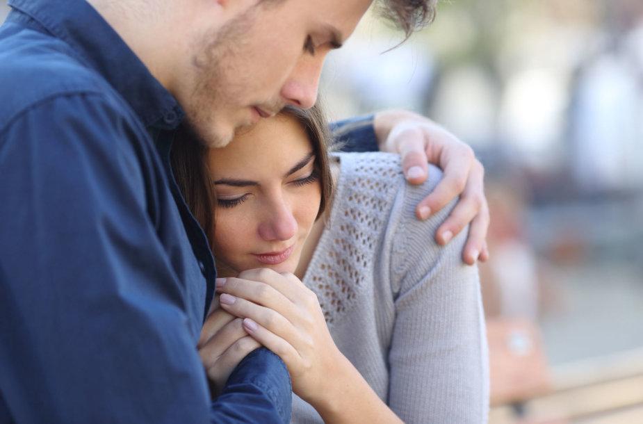 Liūdinti pora