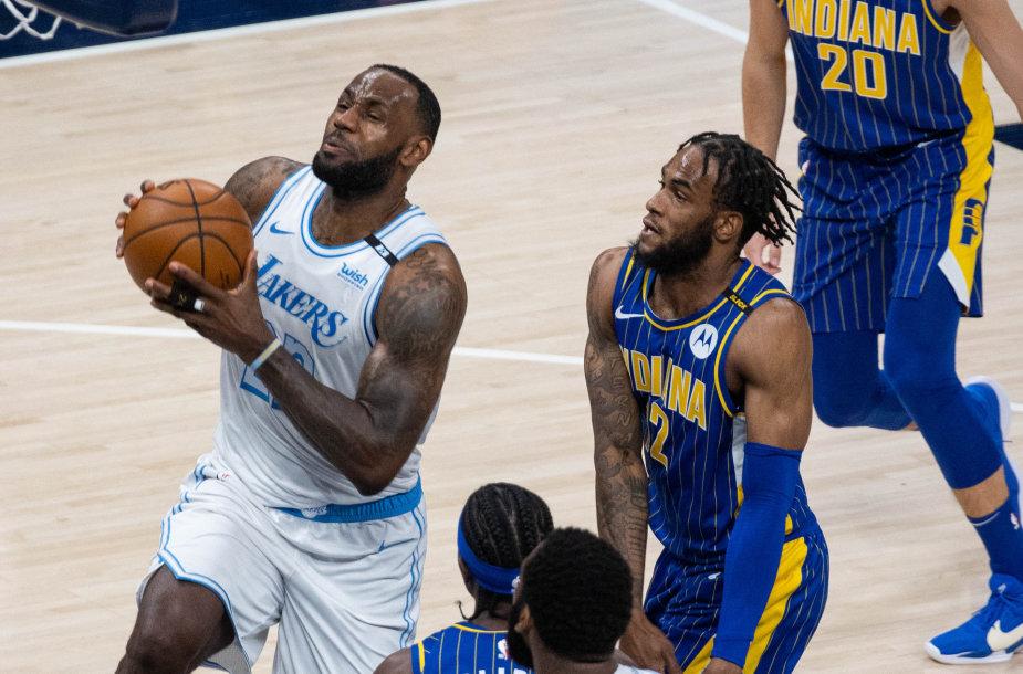 """LeBronas Jamesas pelnė 24 taškus rungtynėse su """"Pacers""""."""