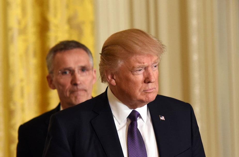 D.Trumpas ir J.Stoltenbergas Baltuosiuose rūmuose