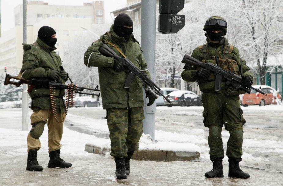 Ginkluoti kovotojai ir karinė technika Luhanske