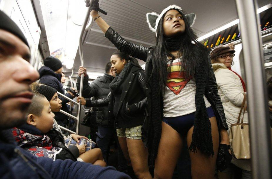 """""""Pasivažinėjimas metropolitenu be kelnių"""" Niujorke"""