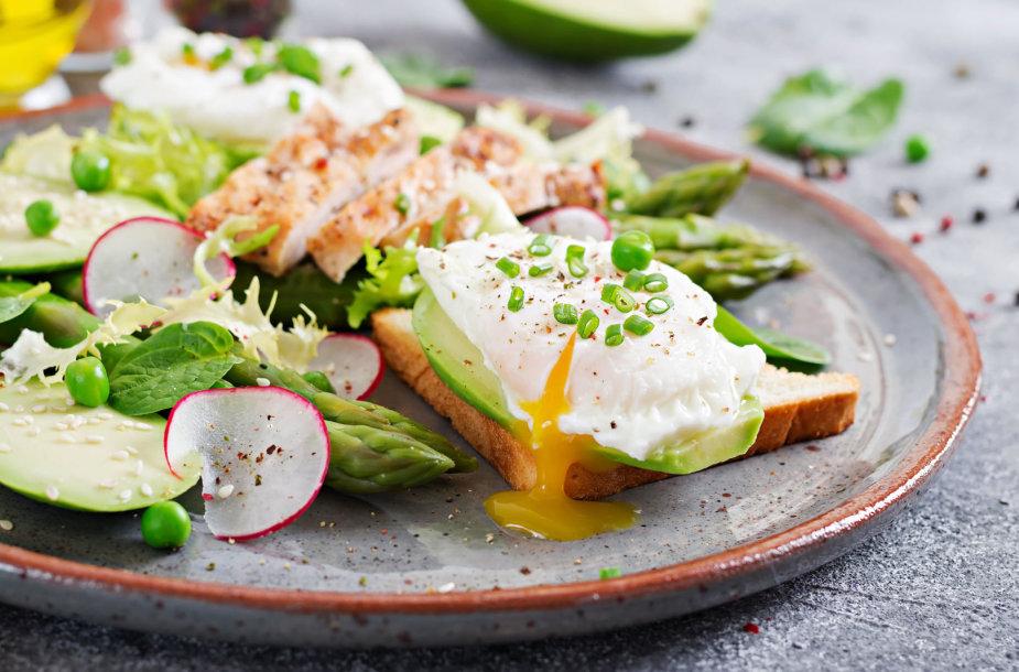 Pusryčių patiekalas – be lukšto virtas kiaušinis su priedais