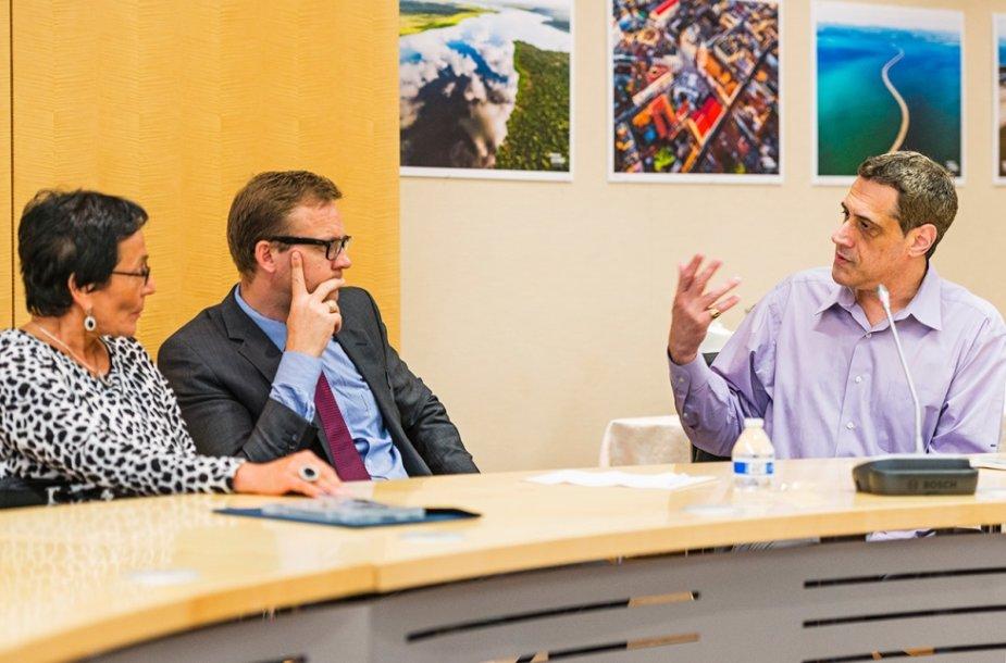 M.A. Pavilionienė, LR ambasados Vašingtone ministras patarėjas Rolandas Kačinskas, Harvey Milko Fondo Prezidentas Stuartas Milkas.