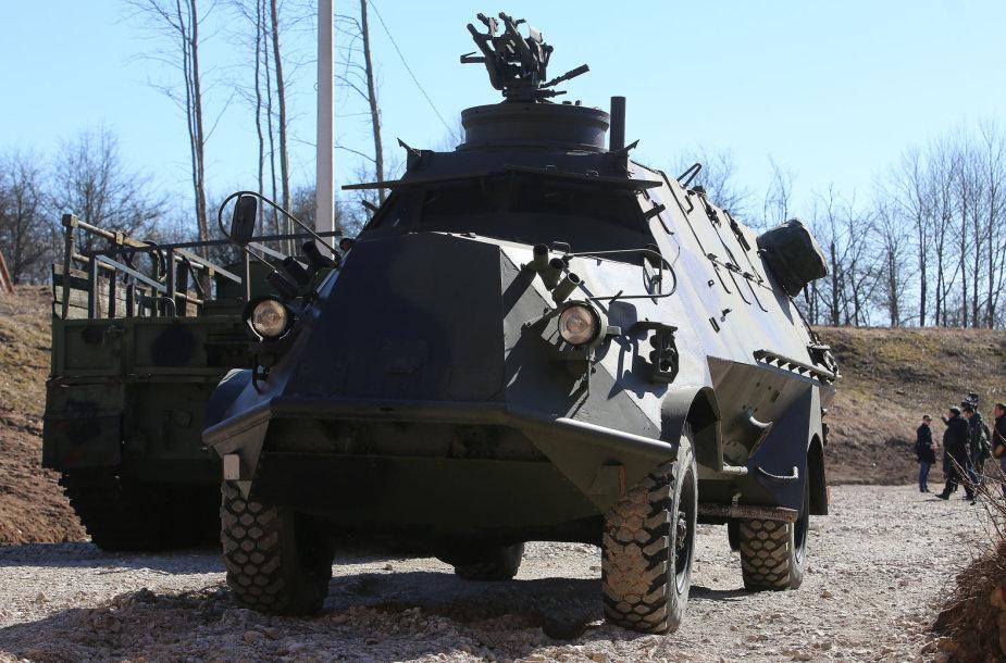 Karinės technikos ekspoziciją Kauno VI forte