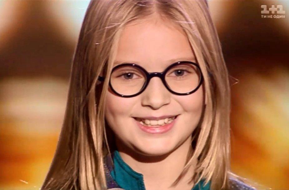 """Ukrainos premjero Arsenijaus Jaceniuko dukra Sofija muzikiniame šou """"The Voice"""""""