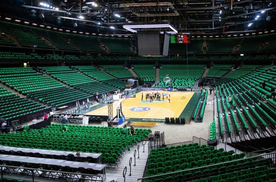Žalgirio arena įspūdingai nusidažė žalia spalva