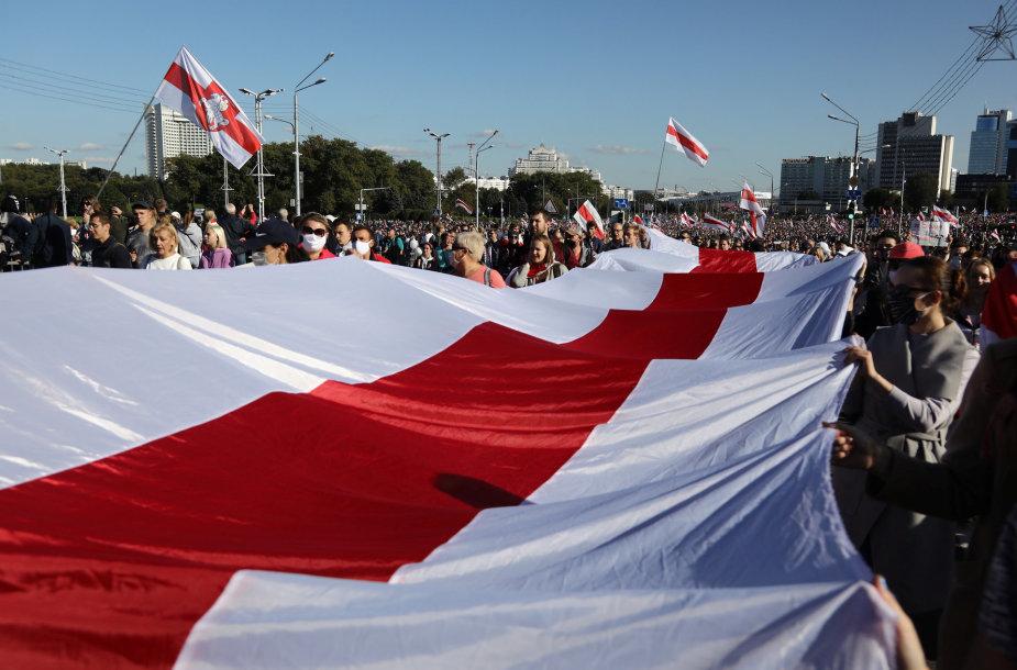Minsko gatvėse – tūkstančiai protestuotojų
