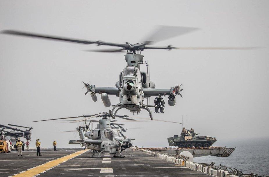 """Ant """"USS Boxer"""" denio – šarvuota pėstininkų kovos mašina LAV"""