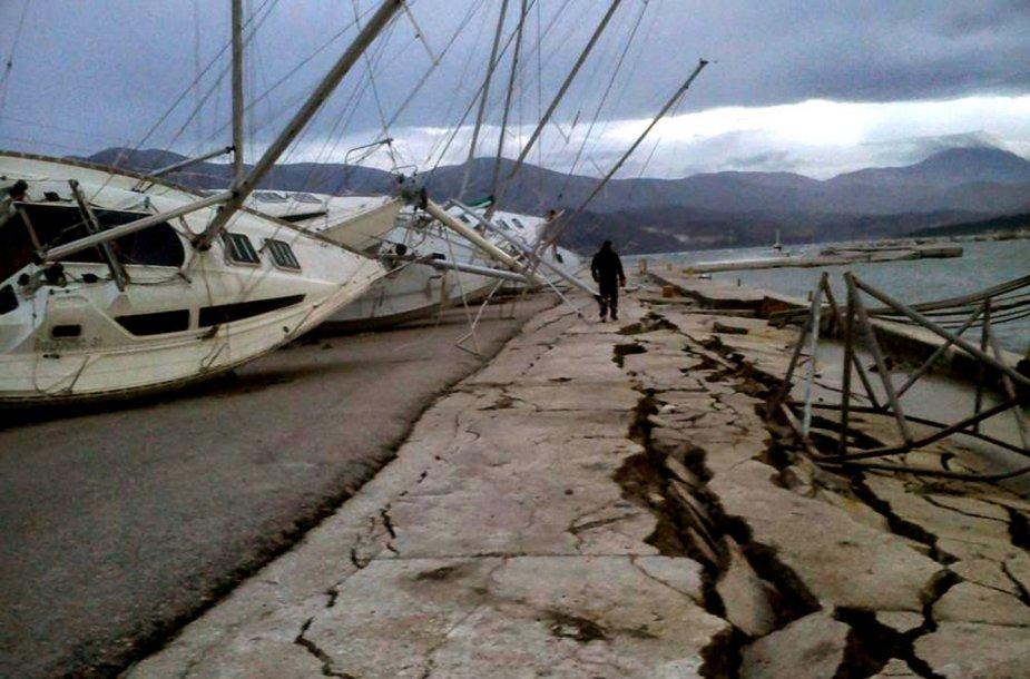 Graikijoje per žemės drebėjimą sugadinta prieplauka