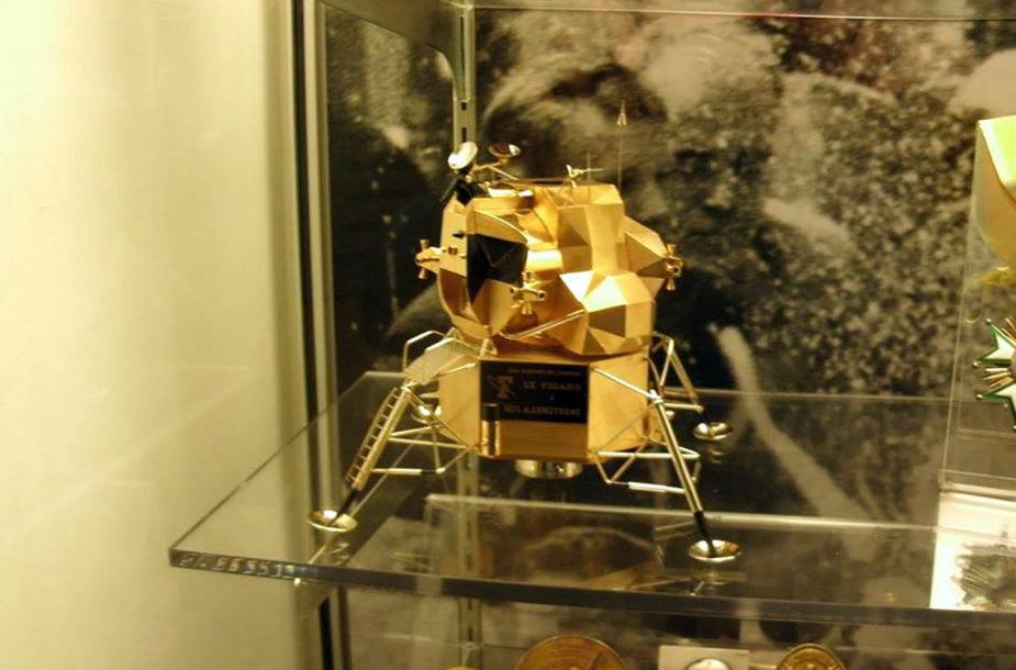 Pavogtas astronautui JAV astronautui Neilui Armstrongui priklausęs auksinis mėnuleigisi