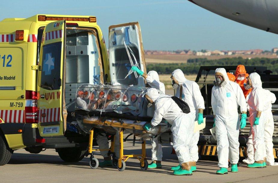 Ispanijoje mirė Ebolos virusu užsikrėtęs dvasininkas