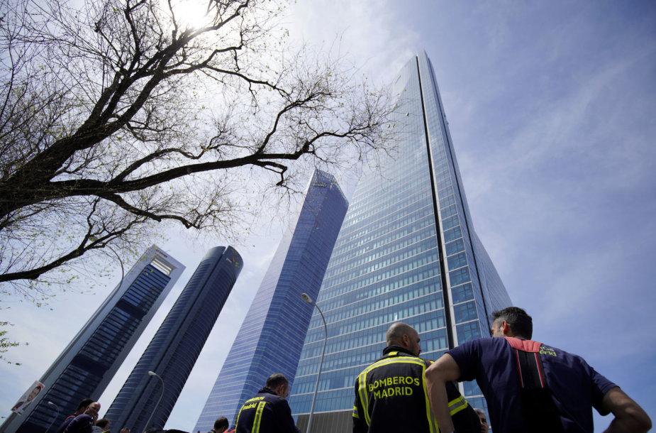 Madride evakuojamas dangoraižis
