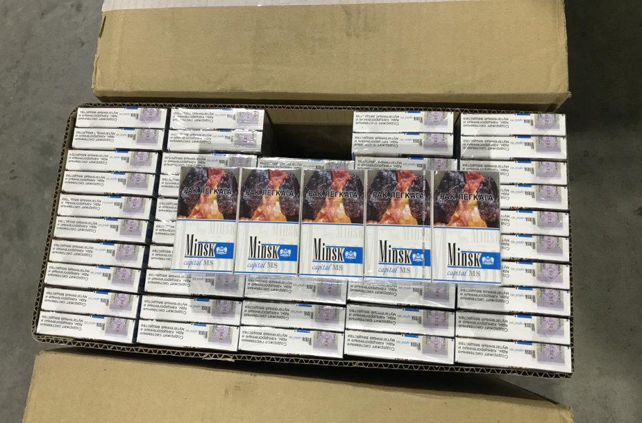 Šalčininkų kelio poste sulaikyta 340 tūkst. eurų vertės cigarečių kontrabanda – rūkalai buvo paslėpti į Lietuvą gabentoje aliejaus cisternoje